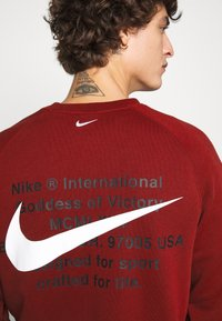Nike Sportswear - Collegepaita - team red - 3