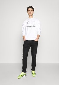 Nike Sportswear - CREW - Langærmede T-shirts - white/black - 1