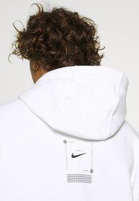 Nike Sportswear - HOODIE  - Jersey con capucha - white - 4