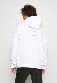 Nike Sportswear - HOODIE  - Jersey con capucha - white - 2