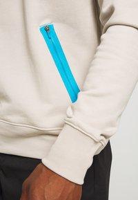 Nike Sportswear - FESTIVAL CREW - Sweatshirt - string/laser blue/black - 5