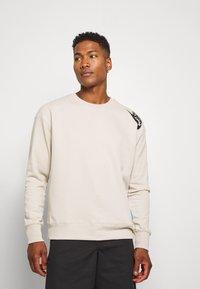 Nike Sportswear - FESTIVAL CREW - Sweatshirt - string/laser blue/black - 0