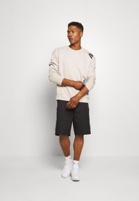Nike Sportswear - FESTIVAL CREW - Sweatshirt - string/laser blue/black - 1