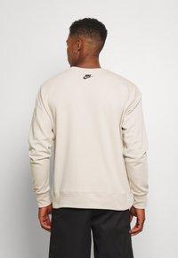 Nike Sportswear - FESTIVAL CREW - Sweatshirt - string/laser blue/black - 2