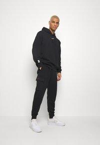 Nike Sportswear - HOODIE - Jersey con capucha - black - 1