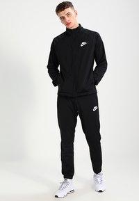 Nike Sportswear - BASIC - Tepláková souprava - black/white - 0
