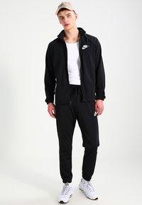 Nike Sportswear - BASIC - Tepláková souprava - black/white - 1