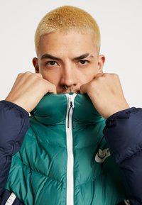 Nike Sportswear - Dunjakke - bicoastal/obsidian/sail - 3