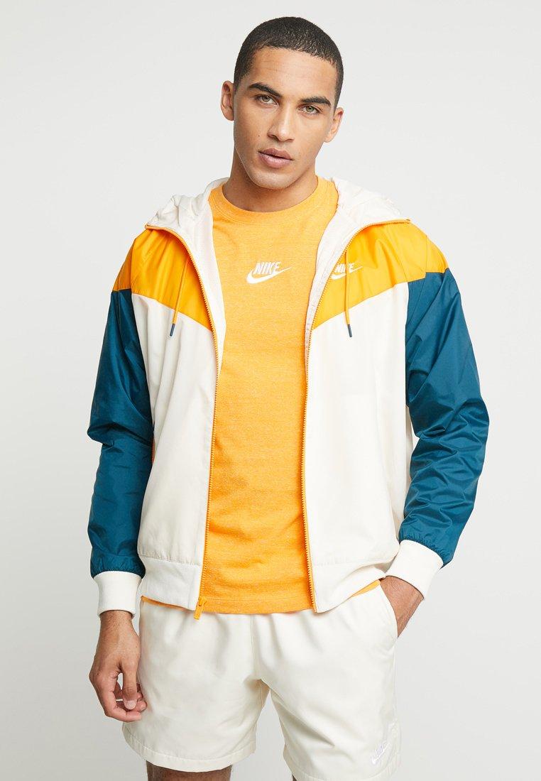 Nike Sportswear - Tunn jacka - light cream/orange peel/nightshade