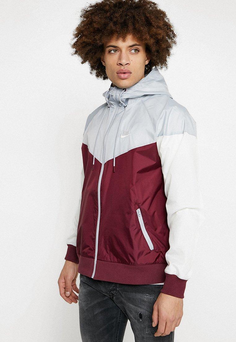Nike Sportswear - Veste légère - night maroon/wolf grey/sail