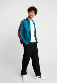 Nike Sportswear - TRIBUTE - Kurtka sportowa - geode teal/university red - 1