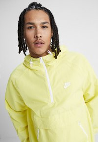 Nike Sportswear - Wiatrówka - yellow pulse/white - 4