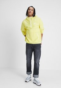 Nike Sportswear - Wiatrówka - yellow pulse/white - 1