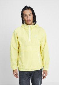 Nike Sportswear - Wiatrówka - yellow pulse/white - 0