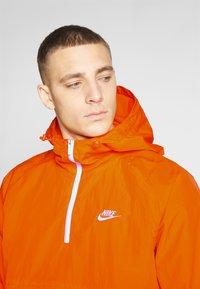 Nike Sportswear - Wiatrówka - magma orange/white - 4