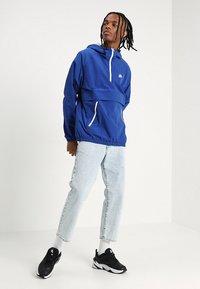 Nike Sportswear - Wiatrówka - indigo force/white - 1