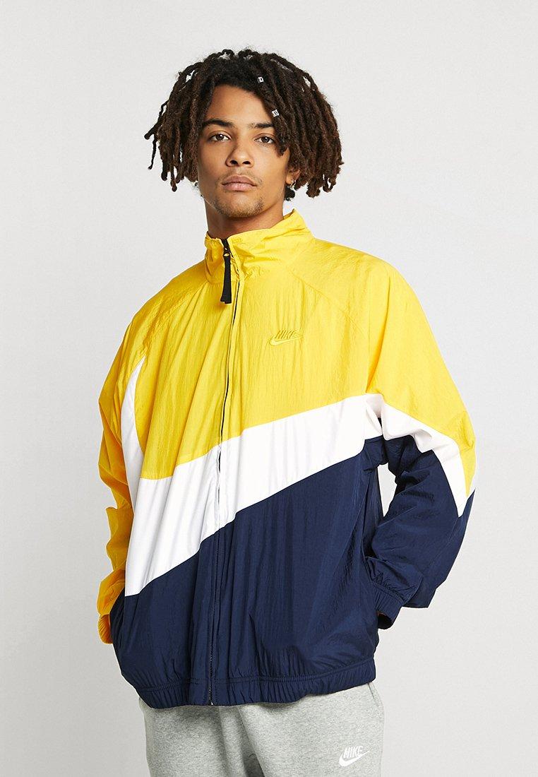 Nike Sportswear - Träningsjacka - amarillo/white/obsidian
