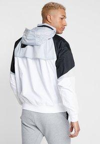 Nike Sportswear - Leichte Jacke - white/wolf grey/black - 3