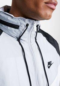 Nike Sportswear - Leichte Jacke - white/wolf grey/black - 7