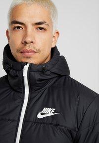 Nike Sportswear - Chaqueta de entretiempo - black/black/black - 3