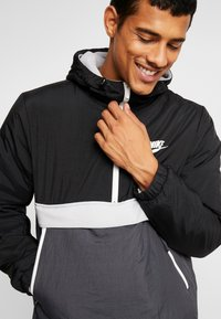 Nike Sportswear - Veste mi-saison - black/anthracite/wolf grey - 4
