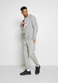 Nike Sportswear - TRACK SUIT - Träningsset - dark grey heather - 1