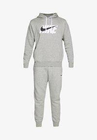 Nike Sportswear - TRACK SUIT - Träningsset - dark grey heather - 8
