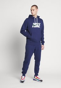 Nike Sportswear - M NSW CE TRK SUIT HD FLC GX - Tuta - midnight navy - 1