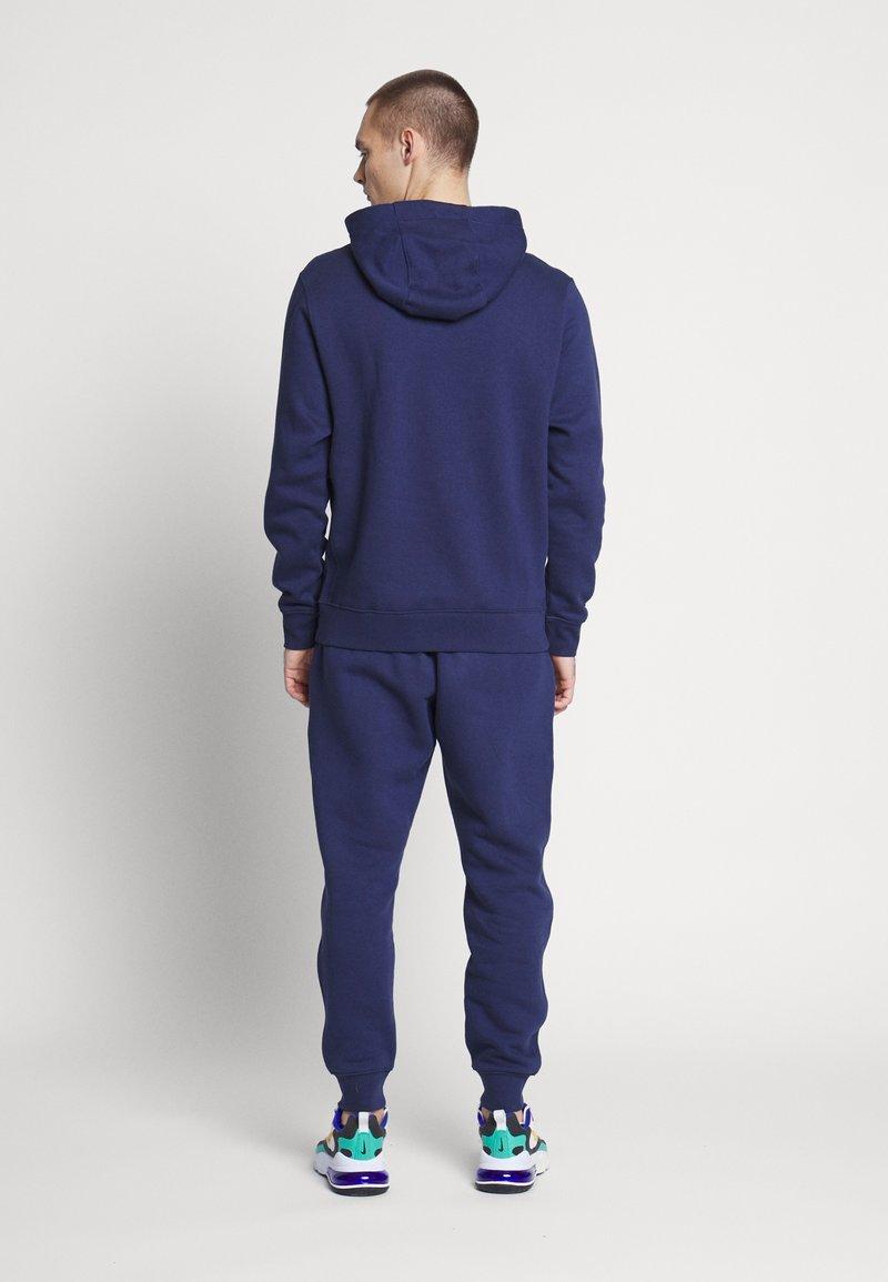 Nike Sportswear - M NSW CE TRK SUIT HD FLC GX - Tuta - midnight navy