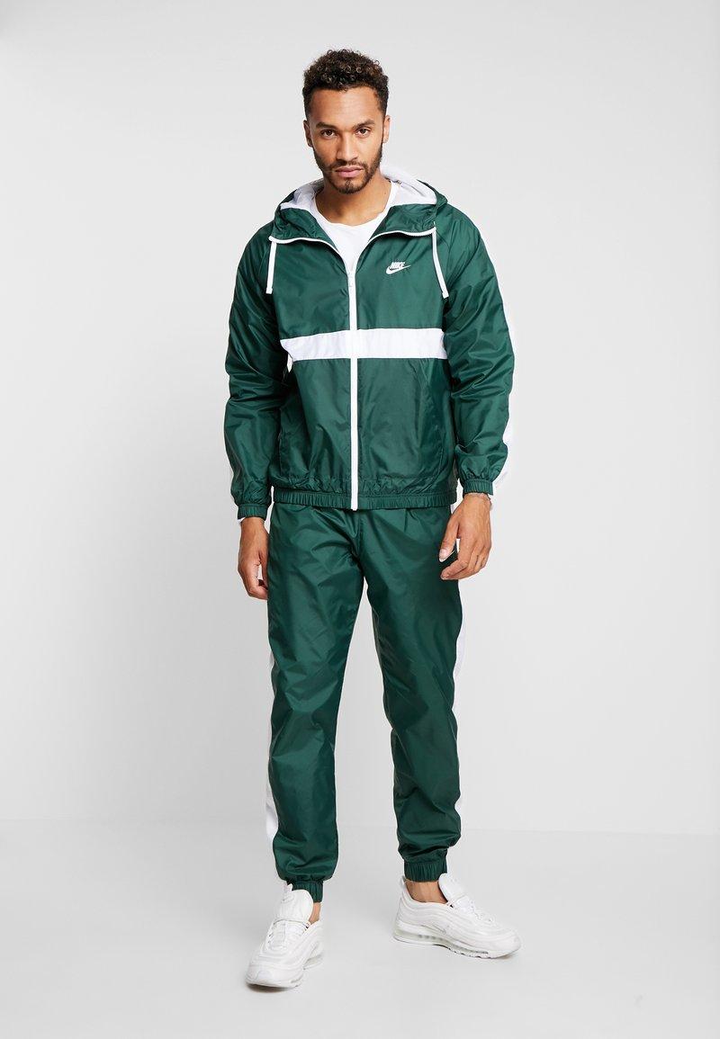 Nike Sportswear - SUIT  - Trainingsanzug - galactic jade/white