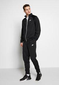 Nike Sportswear - SUIT - Tepláková souprava - black/white - 0