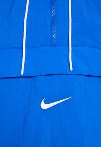 Nike Sportswear - Windjack - game royal/white/pink gaze - 5