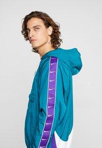 Nike Sportswear - Windbreaker - geode teal/white/court purple/white - 3