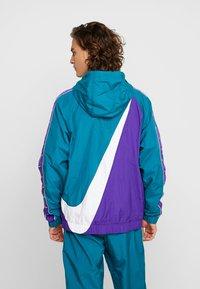 Nike Sportswear - Windbreaker - geode teal/white/court purple/white - 2