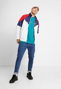 Nike Sportswear - Träningsjacka - summit white/midnight navy/university red - 1
