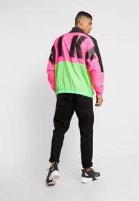 Nike Sportswear - Träningsjacka - black/hyper pink/scream green - 2