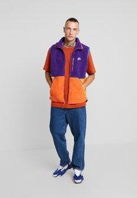 Nike Sportswear - VEST WINTER - Väst - court purple/kumquat/starfish - 1