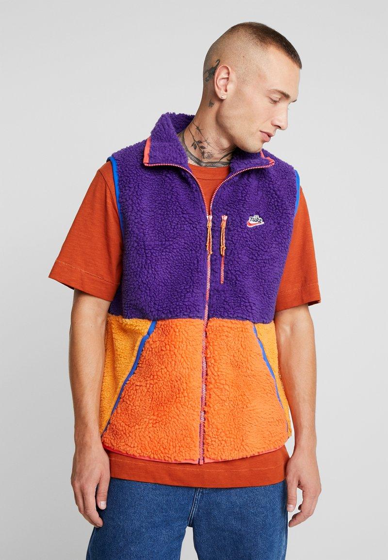 Nike Sportswear - VEST WINTER - Waistcoat - court purple/kumquat/starfish