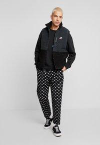 Nike Sportswear - VEST WINTER - Väst - off noir/black - 1