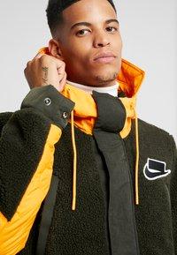 Nike Sportswear - FILL MIX - Jas - kumquat/sequoia - 6