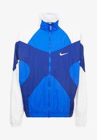 Nike Sportswear - ISSUE  - Tuulitakki - hyper royal/white/deep royal blue - 4