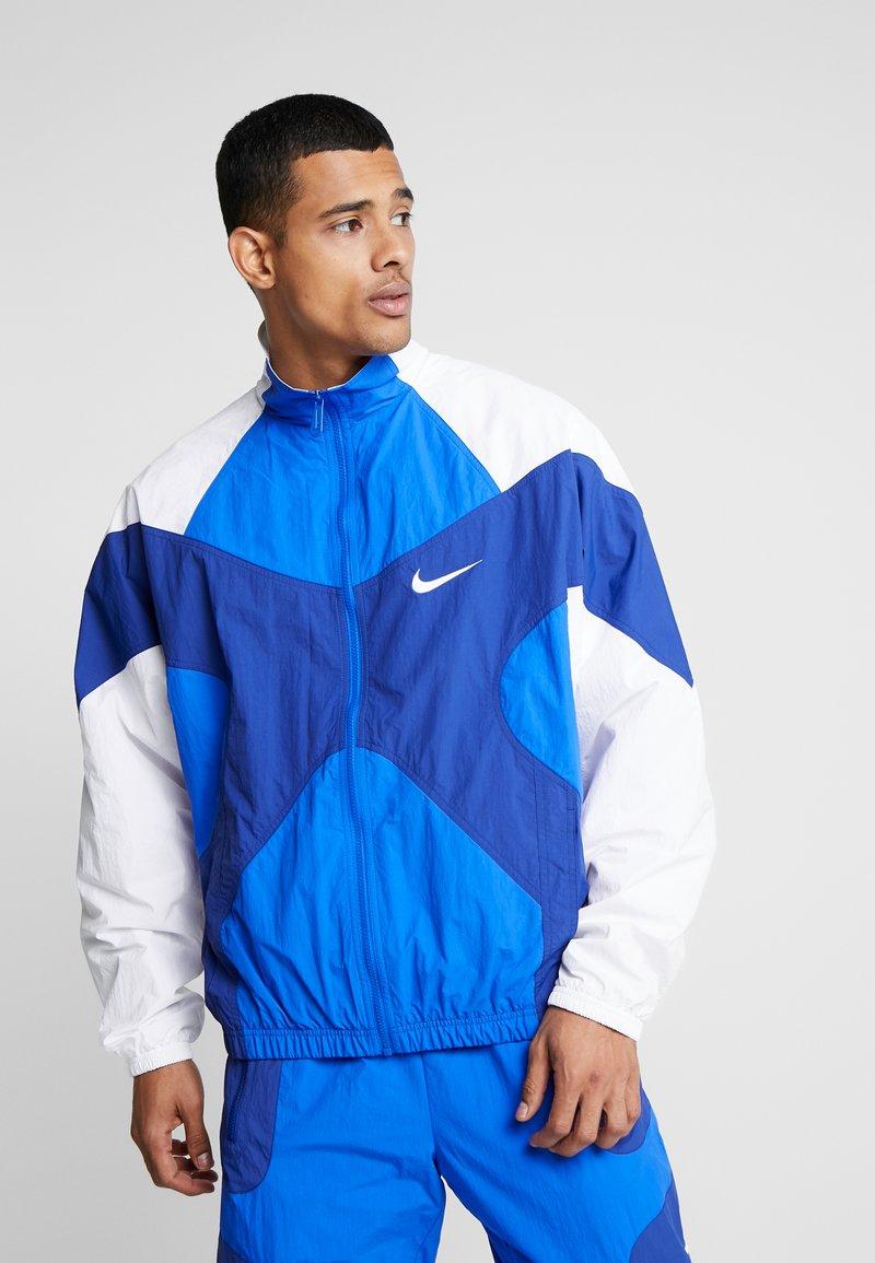 Nike Sportswear - ISSUE  - Tuulitakki - hyper royal/white/deep royal blue