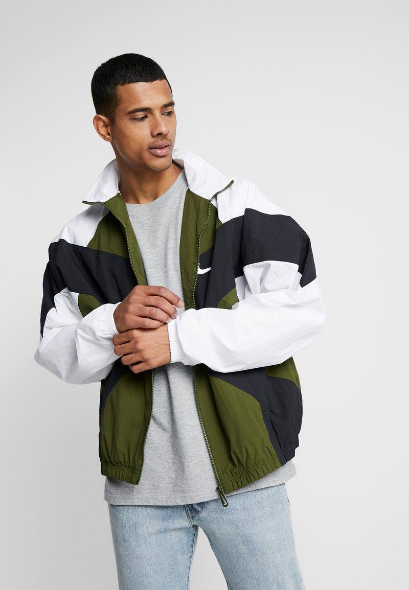 Nike Sportswear - ISSUE  - Windbreaker - legion green/white/black