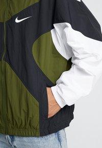 Nike Sportswear - ISSUE  - Windbreaker - legion green/white/black - 5
