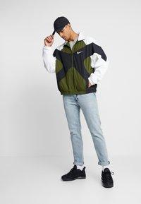 Nike Sportswear - ISSUE  - Windbreaker - legion green/white/black - 1