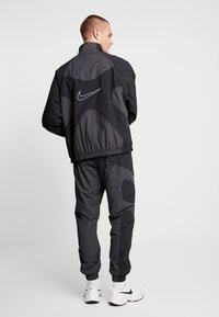 Nike Sportswear - ISSUE  - Trainingsvest - anthracite/black/white - 2