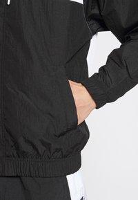 Nike Sportswear - Lehká bunda - black/white/particle grey/(black) - 5