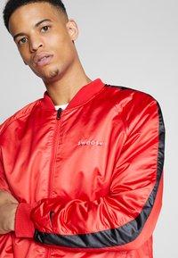 Nike Sportswear - Bomberjacks - university red/black/white - 3