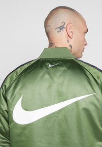 Nike Sportswear - Bomberjacks - treeline/black/white - 5