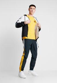Nike Sportswear - Veste de survêtement - black/white/smoke grey - 1